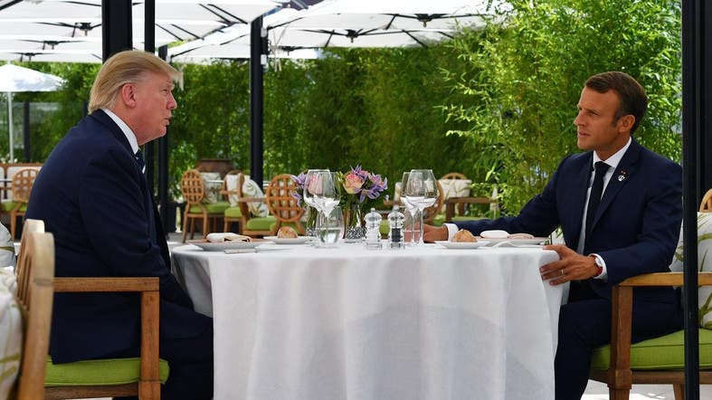 Esquerda deixou o avestruz entreguista de Bolsonaro triunfar, o que enfia a cara no Macron e mostra o traseiro para Trump